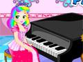 Принцесса Джульетта учится играть на пианино