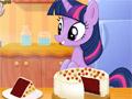 Твайлайт Спаркл готовит красный бархатный торт
