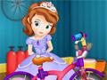София ремонтирует велосипед