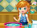 Малышка готовит СПА для рук мамы